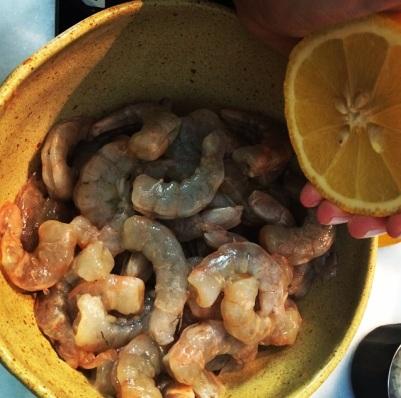 camarão com limão e sal