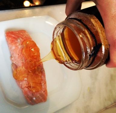 mel no salmão