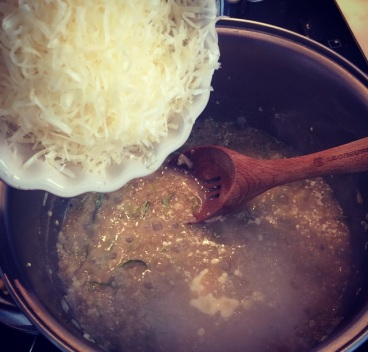colocando o queijo
