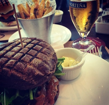 sanduba com cerveja